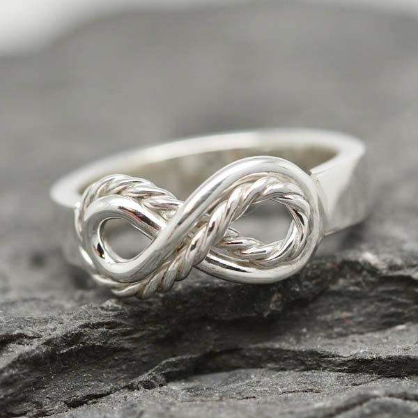 Hochzeit - Infinity Ring, Knot Ring, Bridesmaid Gift, Sisters Ring, Mother Daughter, Bridesmaid Ring, Friendship Ring, Promise Ring, Bridesmaid Jewlry