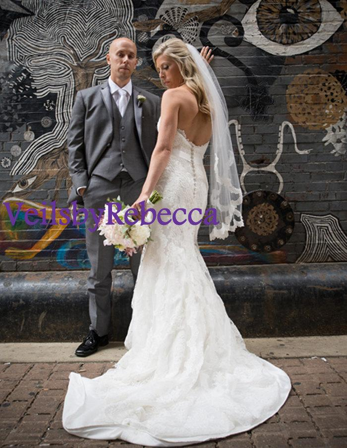Mariage - 1 tier scalloped fingertip lace veil,1 tier lace fingertip wedding veil,ivory lace short wedding veil, fingertip partial lace veil V623