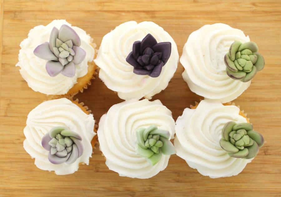 Hochzeit - Edible Fondant Sugar Flower SUCCULENTS - 25 mini succulents,  for wedding cake, modern wedding