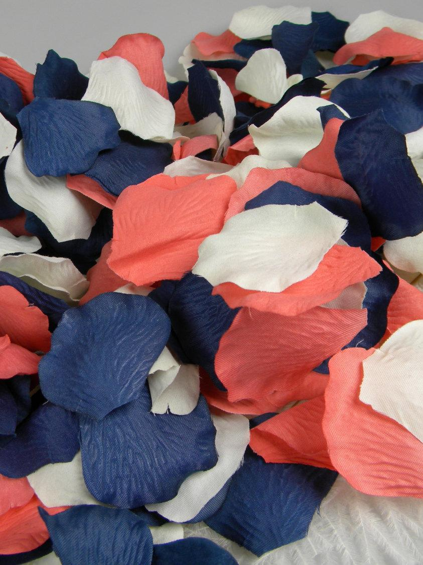 Mariage - Coral Blue and Ivory Rose Petals