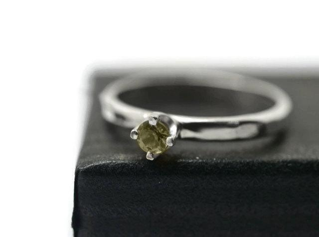 Mariage - Green Sapphire Ring, Minimalist & Simple, Natural Tiny Gemstone Engagement Ring, Shiny or Oxidized Finish, Promise Ring, Sapphire Jewelry