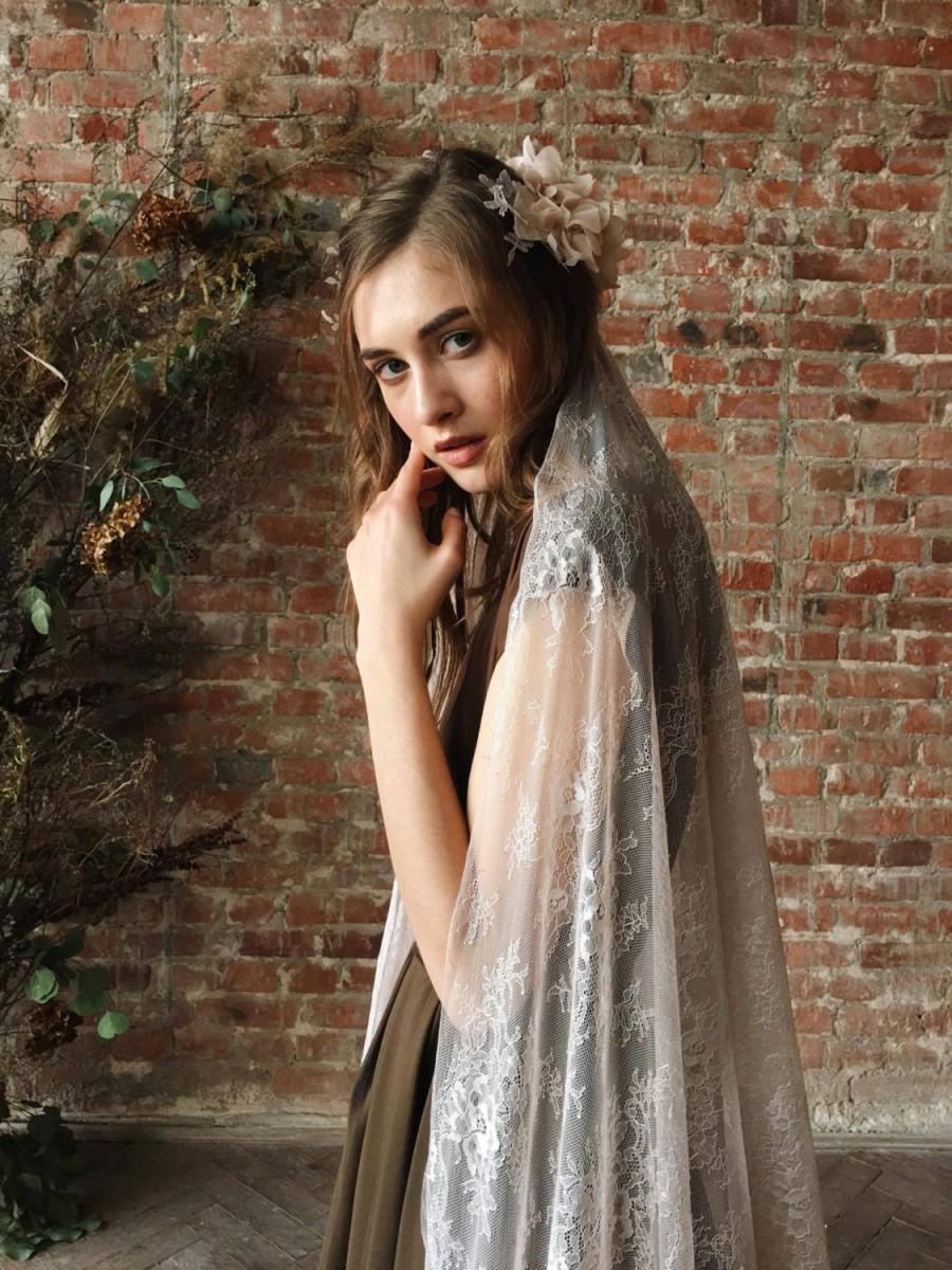 Wedding - Long lace wedding veil
