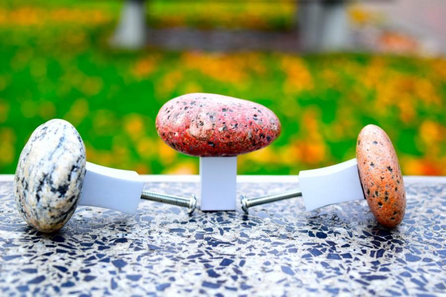 Hochzeit - Stone knobs. Beach Stone Kitchen Cabinet pull knob. Door handle. Stone Cabinet Knobs. Furniture knobs. Drawer Pull.