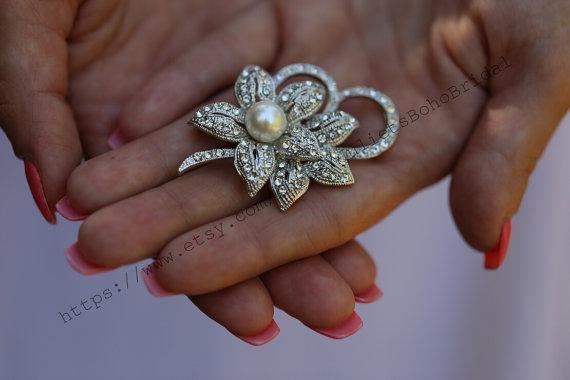 Свадьба - Crystal Pearl Wedding Brooch, Bridal Brooch,Rhinestone Brooch, Diamante Brooch,Sparkly Brooch, Vintage Brooch, Floral Brooch, Small brooch