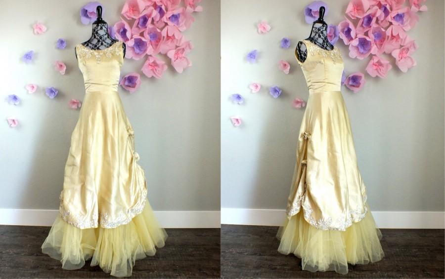 Свадьба - Vintage 1940s Beauty and the Beast Belle Gold Gown w Rose Pickups Silk Halloween Belle Wedding Guest Bridesmaid XSmall XS Small S Size 0 2