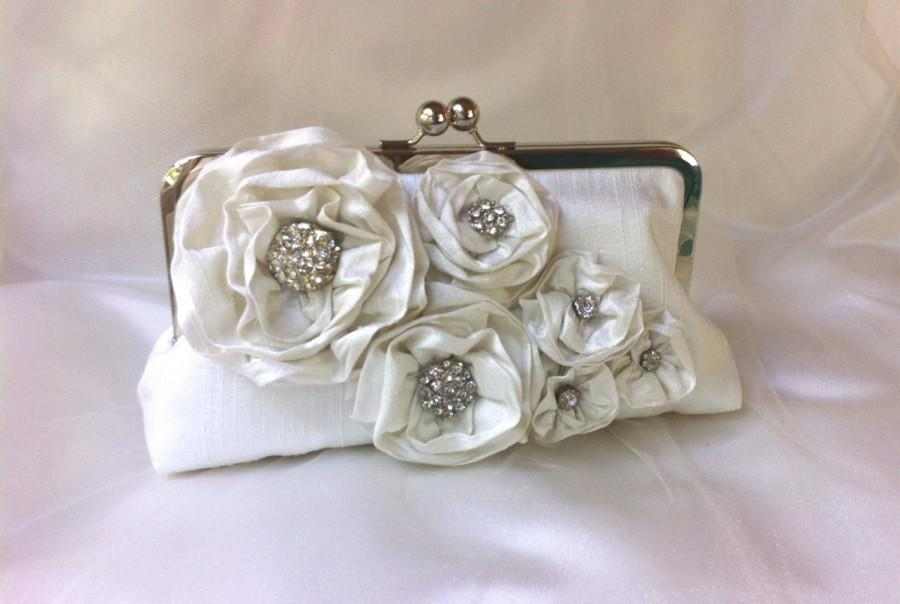 Свадьба - THE BRIDAL BOUQUET clutch silk with vintage rhinestones chain handle add on photo lining