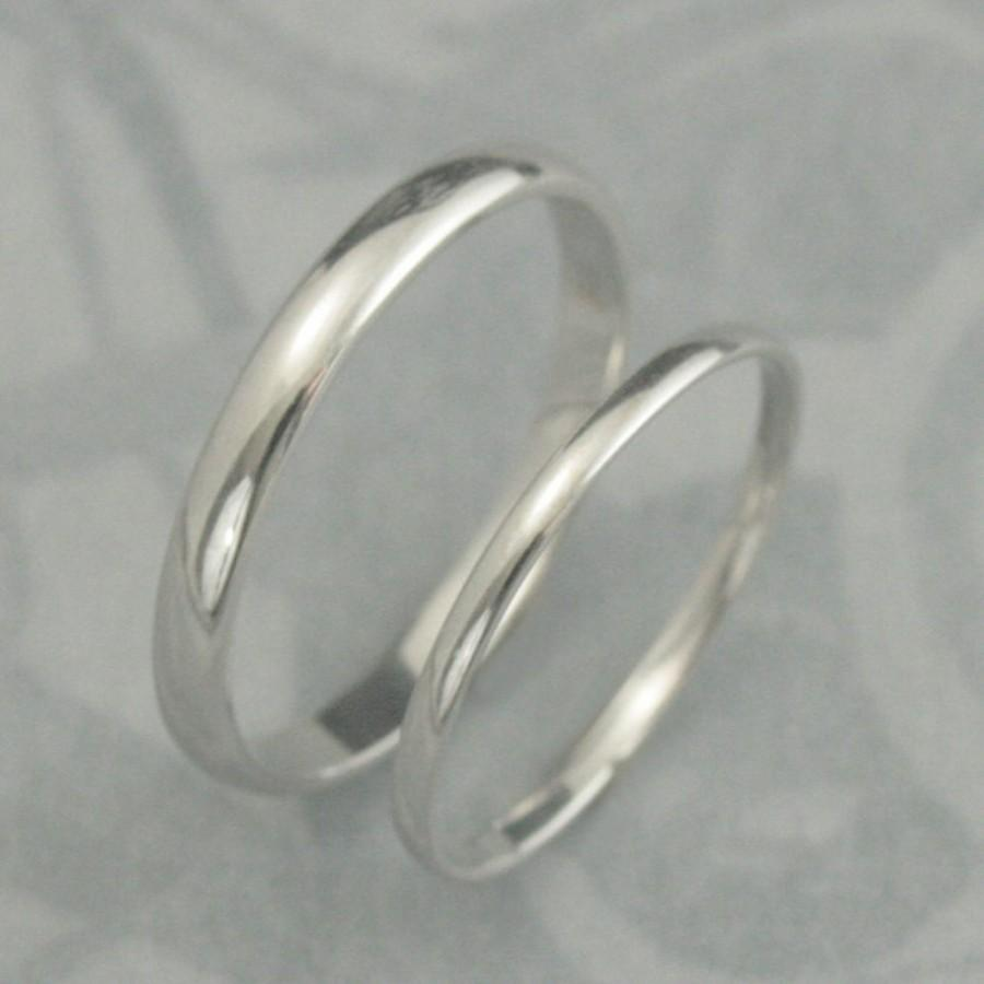 Свадьба - Solid 18K Gold His and Hers Wedding Band Set--Plain Jane Rounded Traditional Style--3mm and 1.5mm--YOUR CHOICE of Gold Color--Made to Size