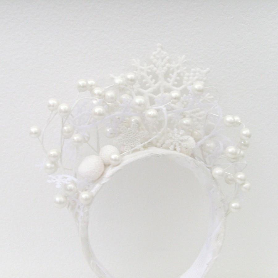 Mariage - Winter Snow Queen Headband - Head Piece / White Snowflakes & Pearl White Berries Winter Bride Wedding Fashion / MADE-TO-ORDER Gift Under 100