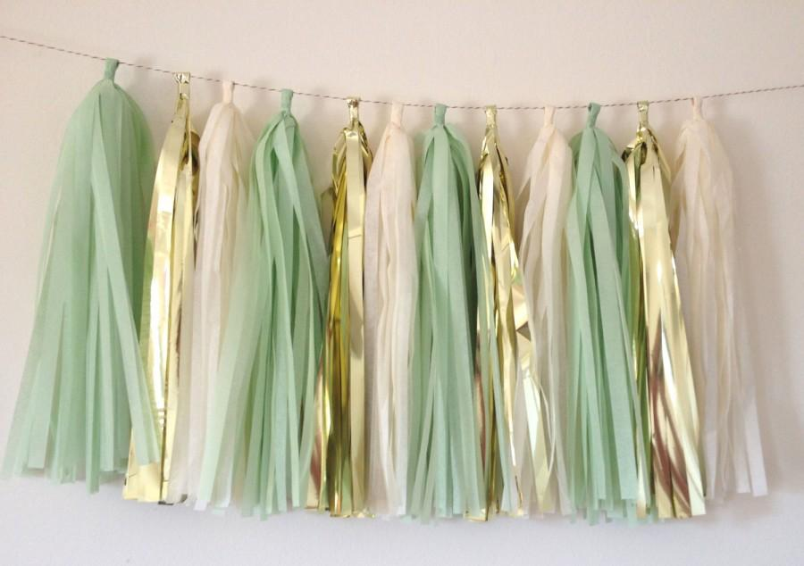 Mariage - Mint Green Metallic Gold and Vanilla Tassel Garland Wedding // Decor // Baby Shower // Bachelorette // Gender Neutral // Bridal Shower