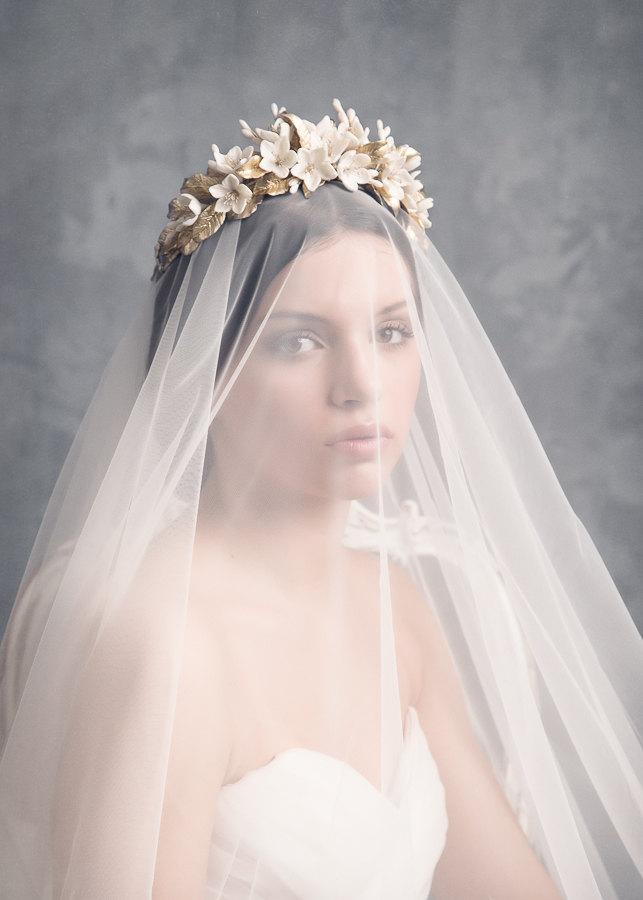 Mariage - Jasmine bridal crown. Wedding floral crown. Gold headpiece. Bridal headpiece. Bridal crown. Boho floral crown. MOD511 bridal Crown