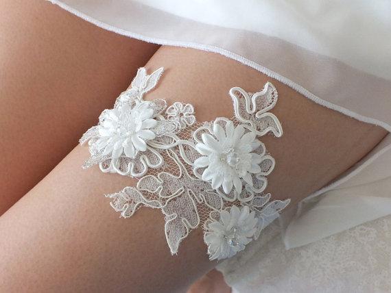 Свадьба - free ship ivory lace garter , bridal garter, floral garter, garter, floral garter, toss garter, wedding garter