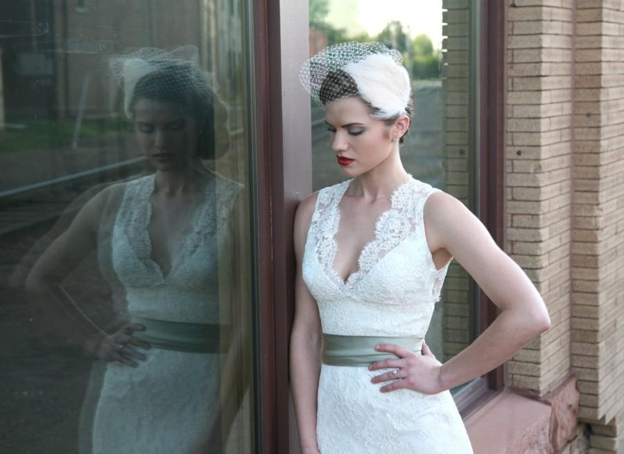 Mariage - Bridal Birdcage Veil Bandeau Style - Ivory Cream - Free Feather Fascinator with Purchase