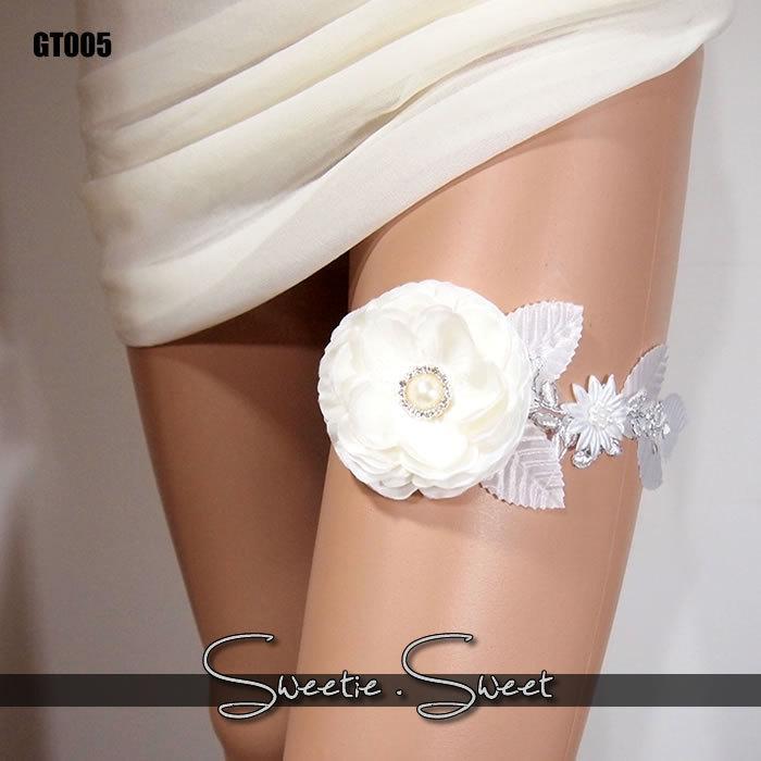 Mariage - Wedding Garter, Bridal Garter, Floral Garter, Flower Garter, Lace Garter, Wedding Keepsake, Toss Garter, Rhinestone Garter GT005