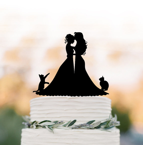 Hochzeit - Lesbian wedding cake topper with cat. same sex wedding Cake Topper, couple silhouette cake topper, mrs and mrs wedding cake top decoration