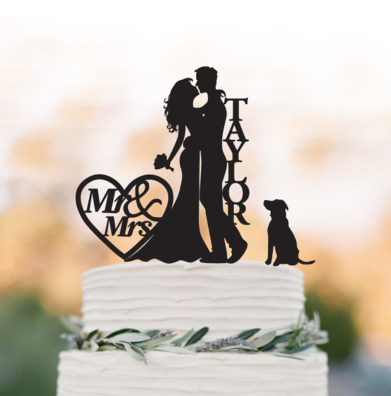 Свадьба - Custom Wedding Cake topper with dog, personalized cake topper with mr and mrs. cake topper with heart decor, family cake topper