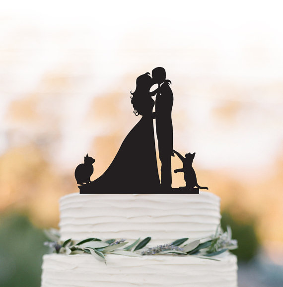 Mariage - Bride and Groom Wedding Cake topper with cats, groom kissing bride funny cake topper. unique wedding cake topper,acrylic cake topper