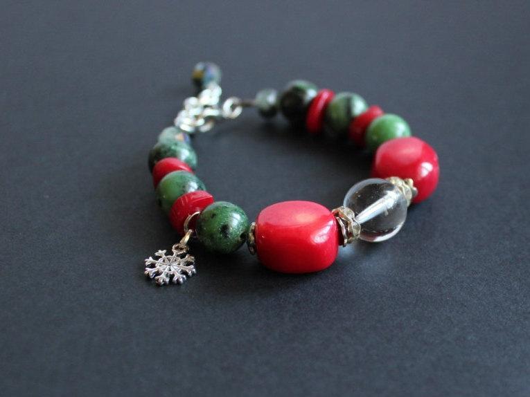 Свадьба - Snowflake charm bracelet Red green bracelet Red coral bracelet Zoisite bracelet Christmas gift bracelet Snowflake bracelet Christmas jewelry