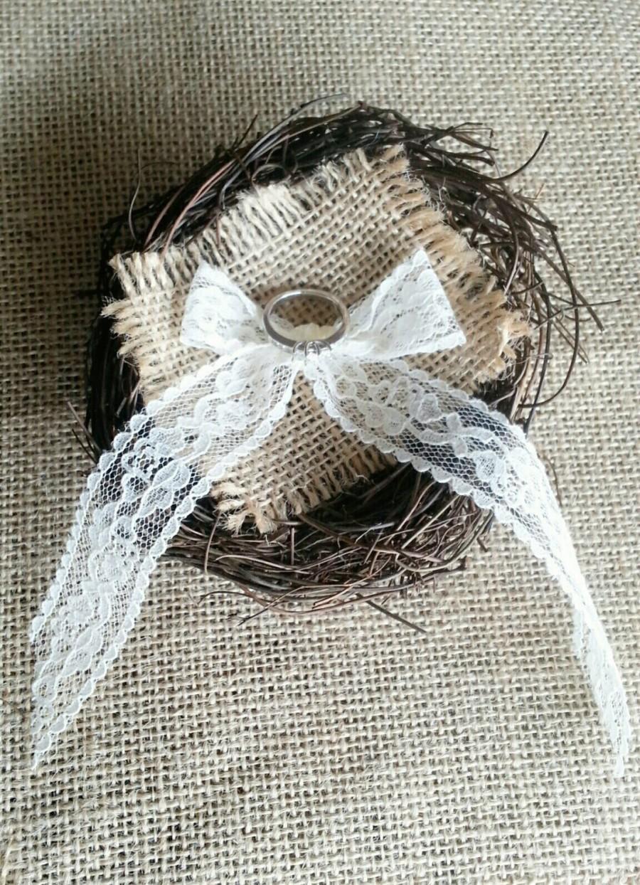 زفاف - Rustic Burlap and Lace Birds Nest Ring Bearer Pillow. Woodland Wedding.