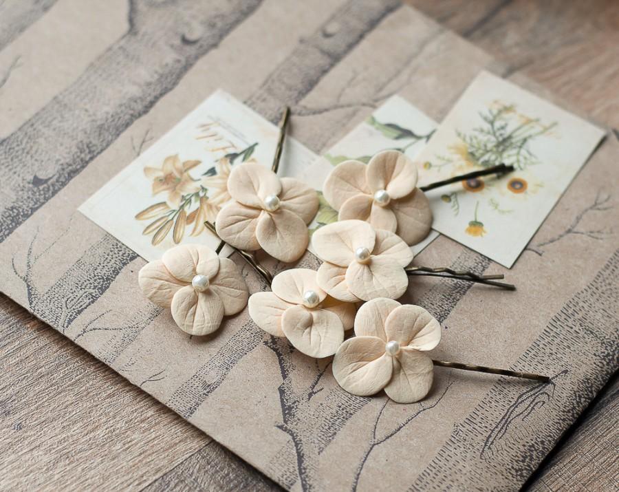 Hochzeit - Beige hair clips - cream hair flowers - hydrangea hair bobby pins - bridal flower hair clips - cream fascinator - wedding hair flower