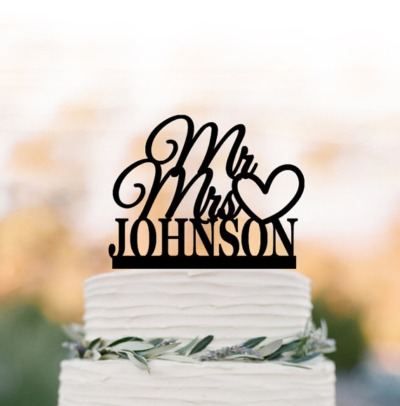 Hochzeit - Personalized Wedding Cake topper mr and mrs, Heart cake decoration. unique wedding cake topper, custom cake topper