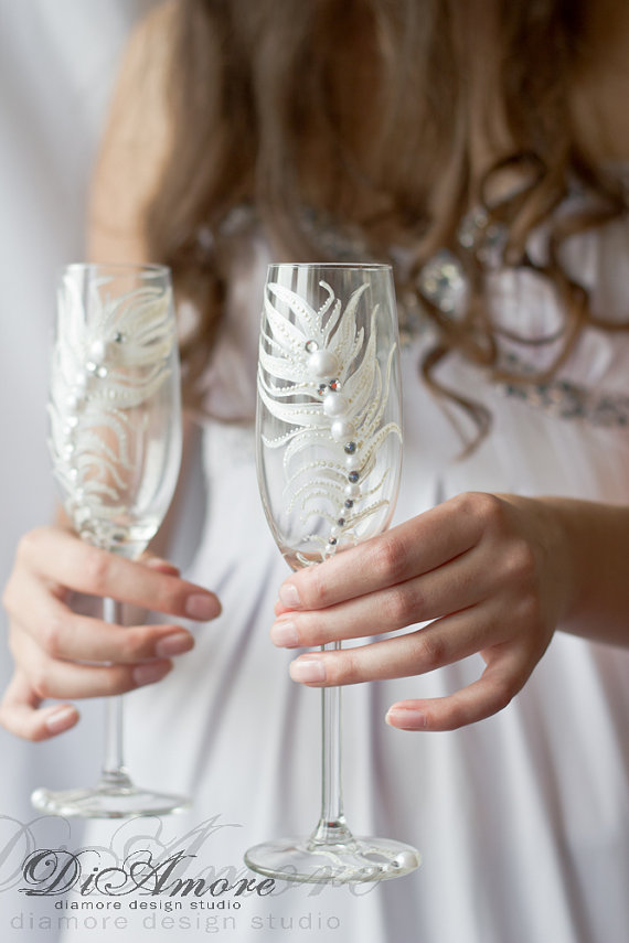 Hochzeit - Fashion wedding champagne glasses / Peacock Feather champagne flutes /white wedding bride and groom champagne flutes