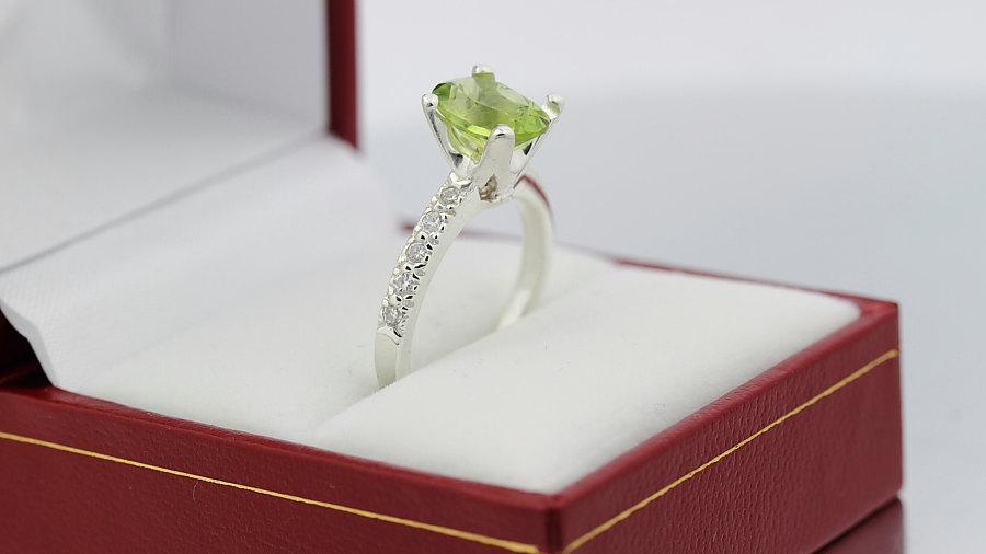 Mariage - Natural VS Green Peridot Solid 14K White Gold Diamond Ring