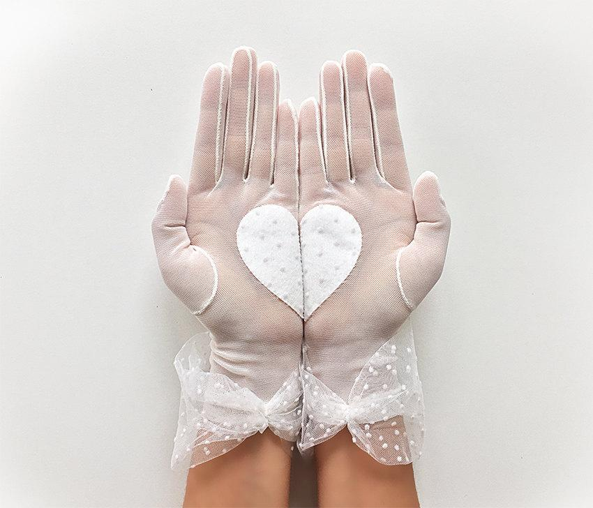 Mariage - Bridal Gloves, Heart Gloves, Wedding Gloves, Lace Gloves, Wedding Accessories, Bride Gloves, Boho Wedding, Rustic Wedding, Bridal Mitten
