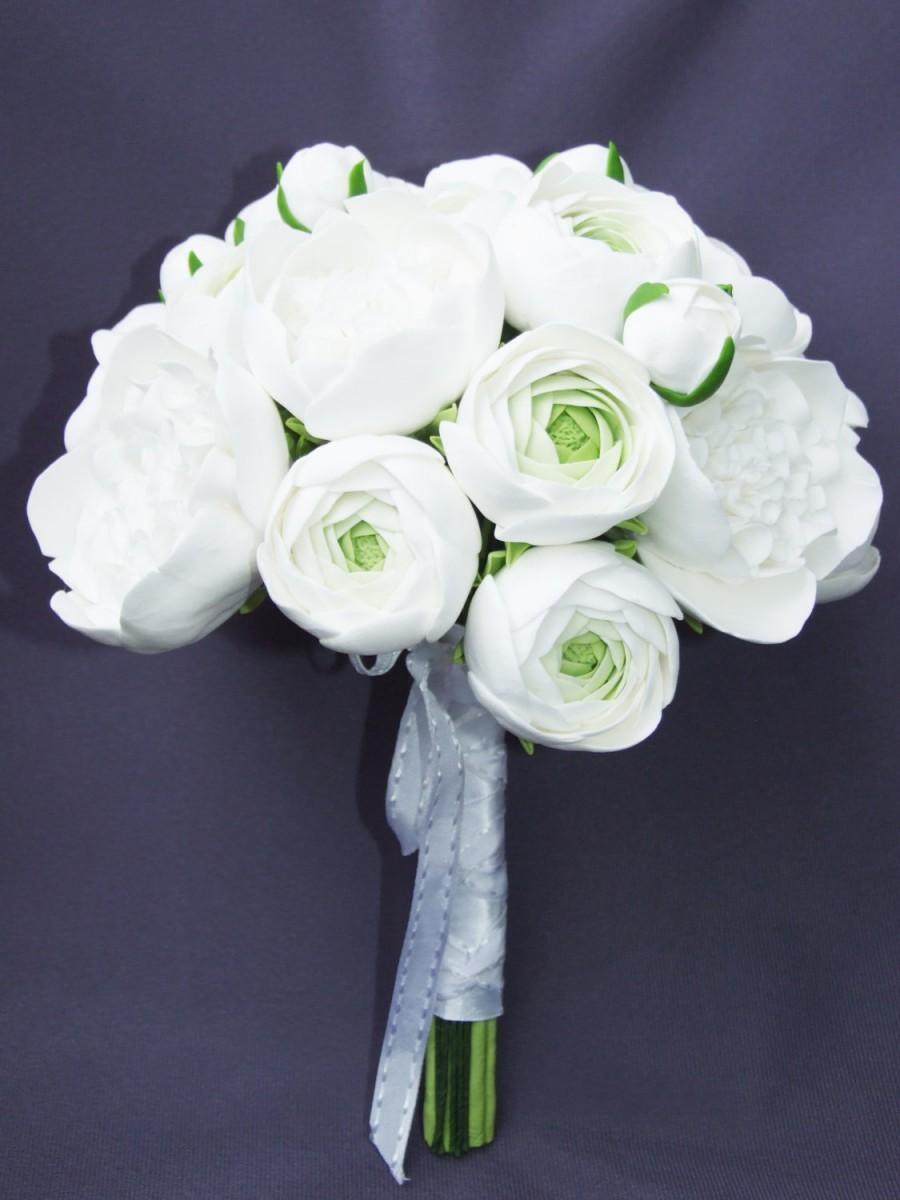 Mariage - Clay wedding bouquet and boutonniere set, Bridal bouquet, White peonies and ranunculus, Natural look bouquet