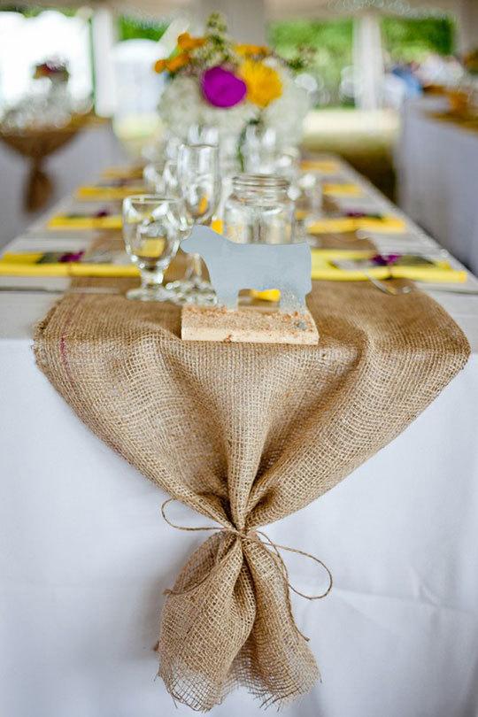 "Свадьба - Burlap Table Runner 12"", 14"" & 15"" width with ties - Wedding runner Holiday decorating Home decor"