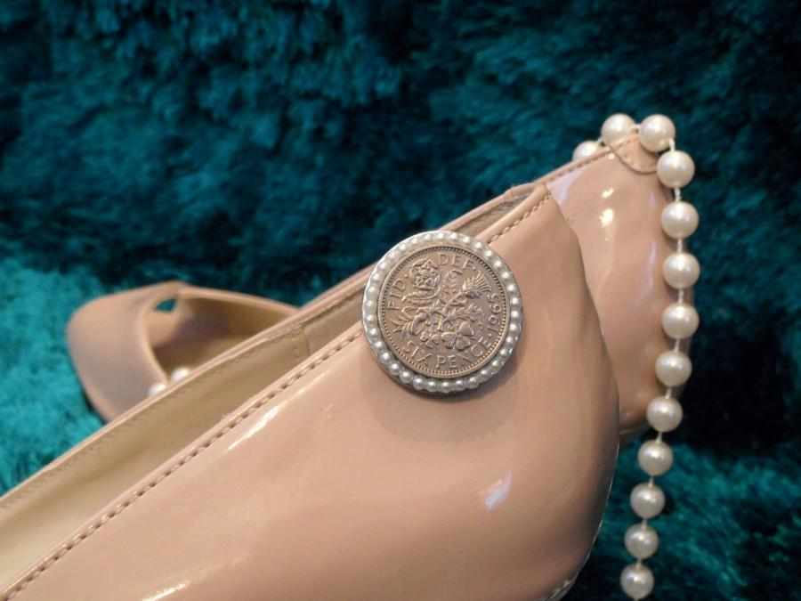 Mariage - A sixpence for your wedding shoe - vintage pearl style embellished silver coin shoe clip 23mm