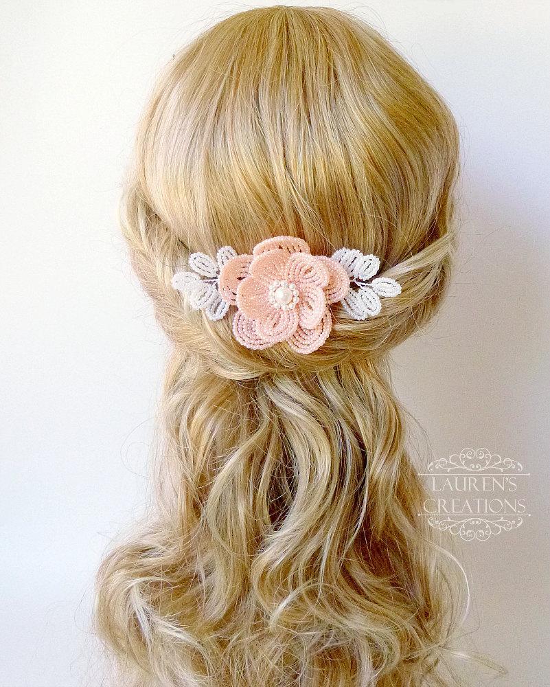 زفاف - Beaded Flower hair comb in peach and white, French Beaded wedding hair piece, bridal hair accessory, with swarovski pearls