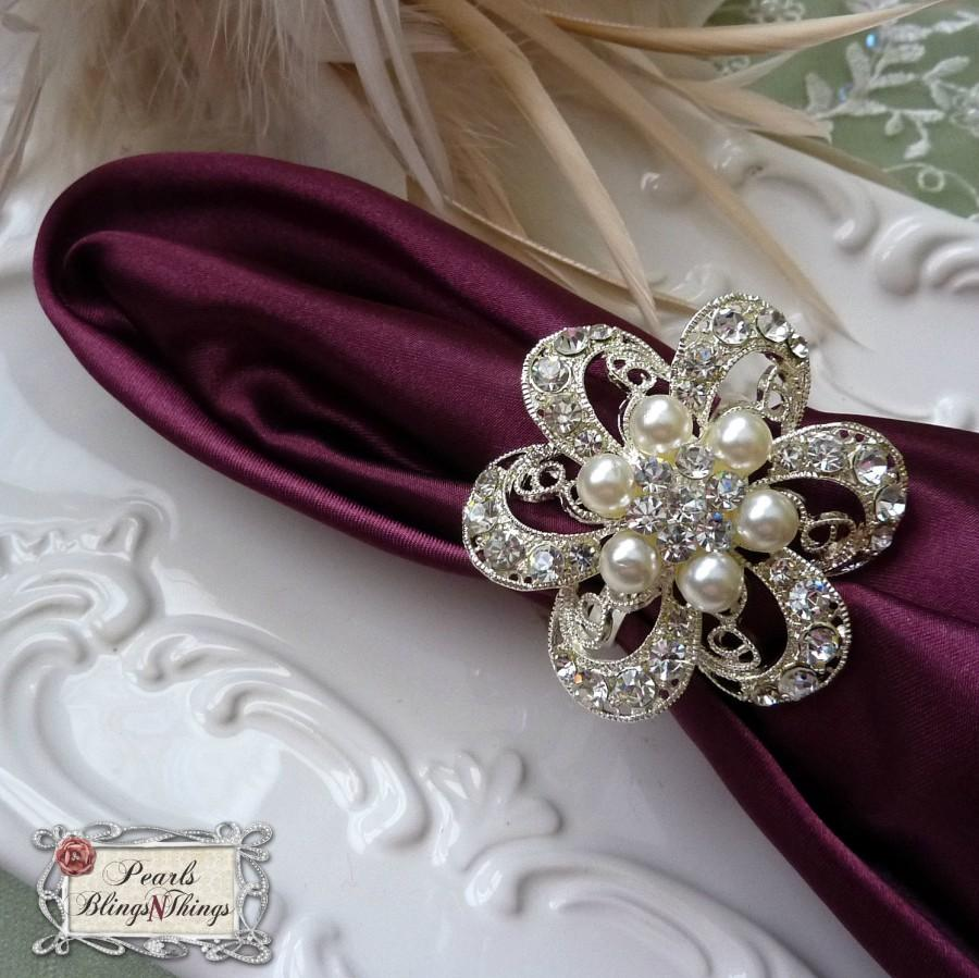 Mariage - SALE Custom Pearl Crystal Rhinestone Silver Brooch Napkin Rings Holders Wedding Table Decorations Bridal Brooches