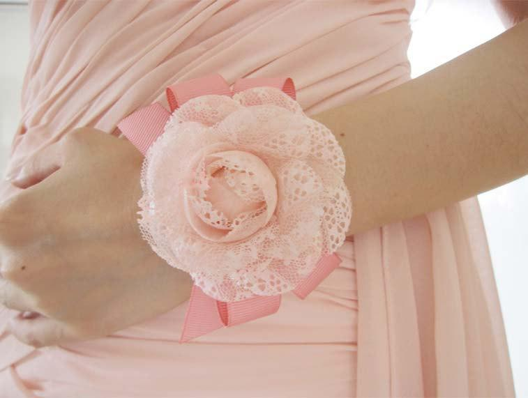 Mariage - Make to order: Stunning Shabby Chic Creamy Pink Rose Bridesmaid Wrist Corsages, Wrist Bracelets, Groomsman Boutonnieres