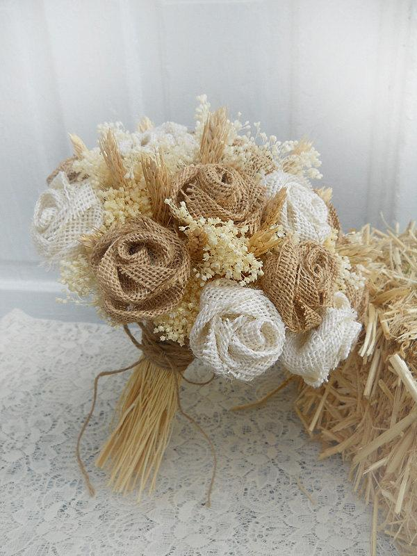 Mariage - Will ship in 3 weeks ~~~ Medium Size Country Burlap & Wheat Bridal Bouquet, Burlap Roses, Wheat and Babies Breath.