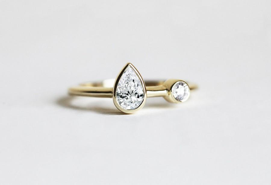 Mariage - Unique Pear Diamond Ring, Diamond engagement ring, Two diamond ring, Unique engagement ring, Pear diamond band, Simple Engagement