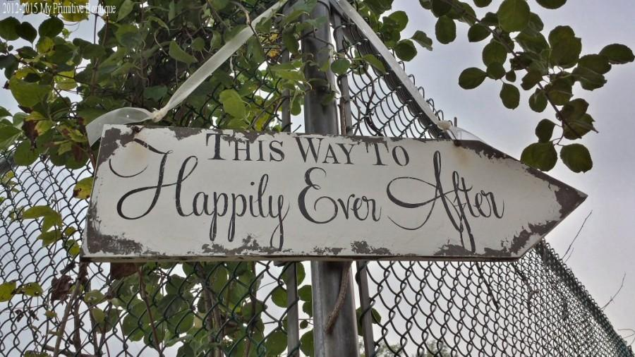 Hochzeit - This Way To Happily Ever After Sign. Wedding Sign. Wedding Arrow Sign. Rustic Wedding. Wedding Ceremony. Directional Signs.