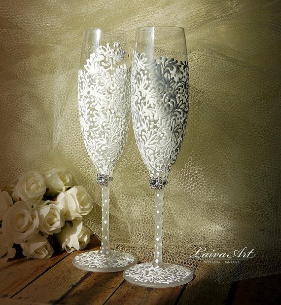 Mariage - Wedding Champagne Flutes Wedding Champagne Glasses White Toasting Flutes White Wedding Decoration