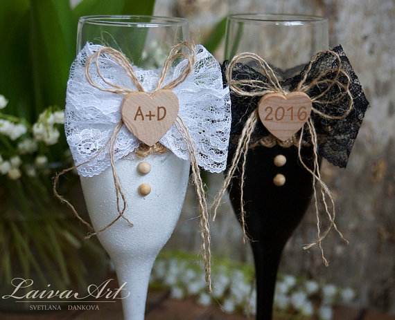 Boda - Rustic Wedding Champagne Flutes Black & White Wedding Champagne Glasses Wedding Toasting Flutes Bride and Groom