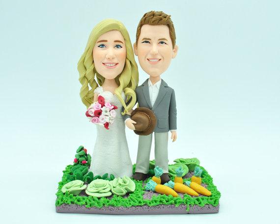 Hochzeit - Custom wedding cake topper, personalized cake topper, Bride and groom cake topper, Mr and Mrs cake topper