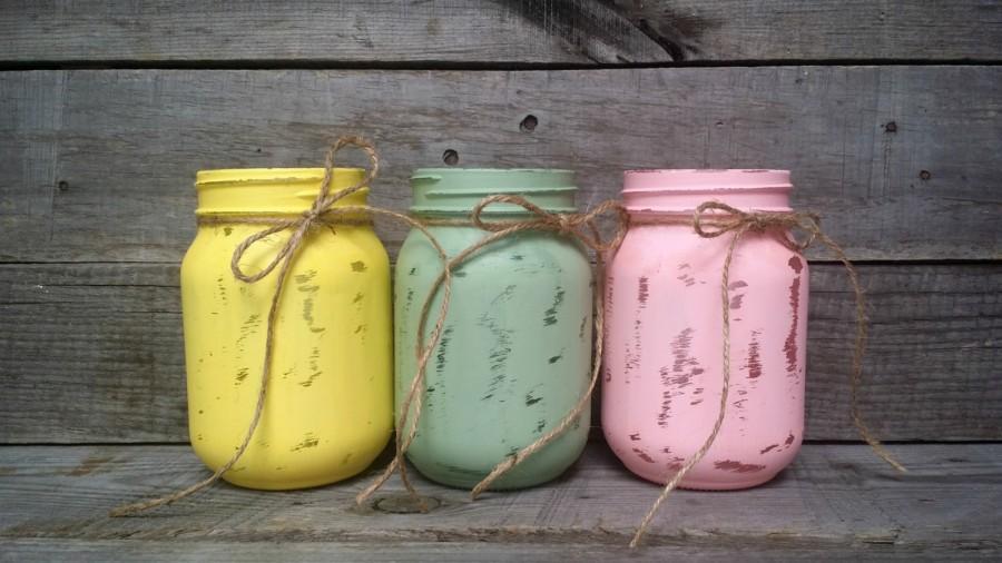 Mariage - Distressed Pastel Color Easter Mason Jars, Easter Decor, Rustic Wedding Decor, Shower Favor, Rustic Home Decor, Baby Shower Decor, Set of 3