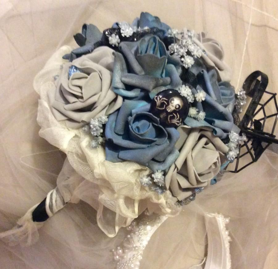 Mariage - CORPSE BRIDE Wedding Bouquet-Tim Burton-Wedding Bouquet-Bridal Bouquet,Blue/Grey/Black,Halloween Wedding Flowers-Halloween Wedding Bouquet