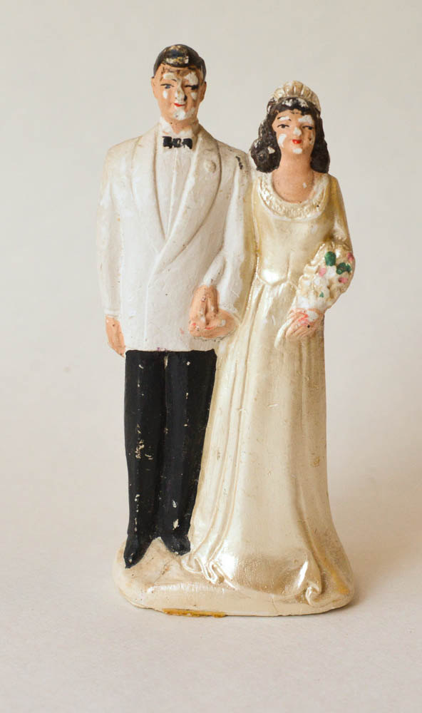 Mariage - Wedding Cake Topper  Vintage Chalk Ware Wedding Cake Topper Bride and Groom ACA