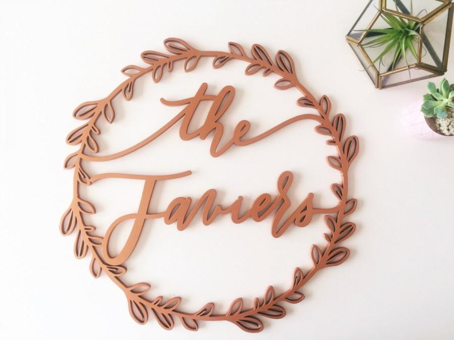 Свадьба - 16 inch or 18 inch Custom Name Laser Cut Wreath - Wedding Name Sign