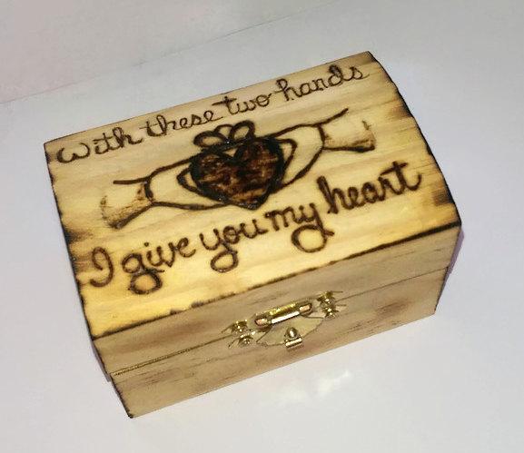 Свадьба - Personalized Rustic Keepsake Wedding Ring  Box  Rustic Claddagh Ring Bearer Alternative St Patrick's Day Irish Gift