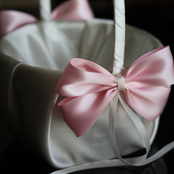 Свадьба - Ivory and Pink Flower Girl Basket  Ivory Satin Wedding Basket and Pink Bow  Wedding Ceremony Pink Basket  Flowergirl Petals Round Basket