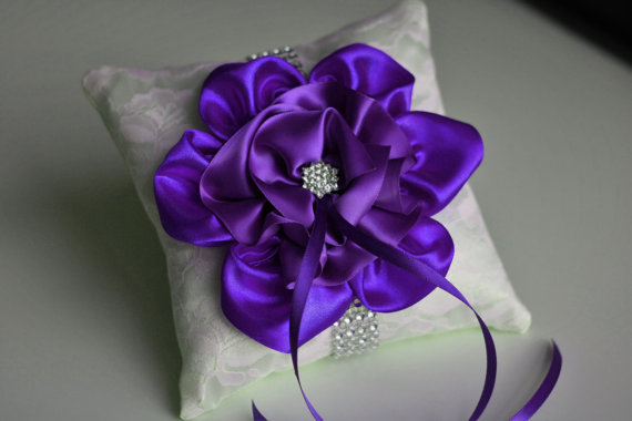 Свадьба - Purple Ring Bearer Pillow  Ivory Lace Wedding Pillow with Lavender Flower  Orchid Ring Holder  Lilac Violet Magenta Wedding Ring Bearer