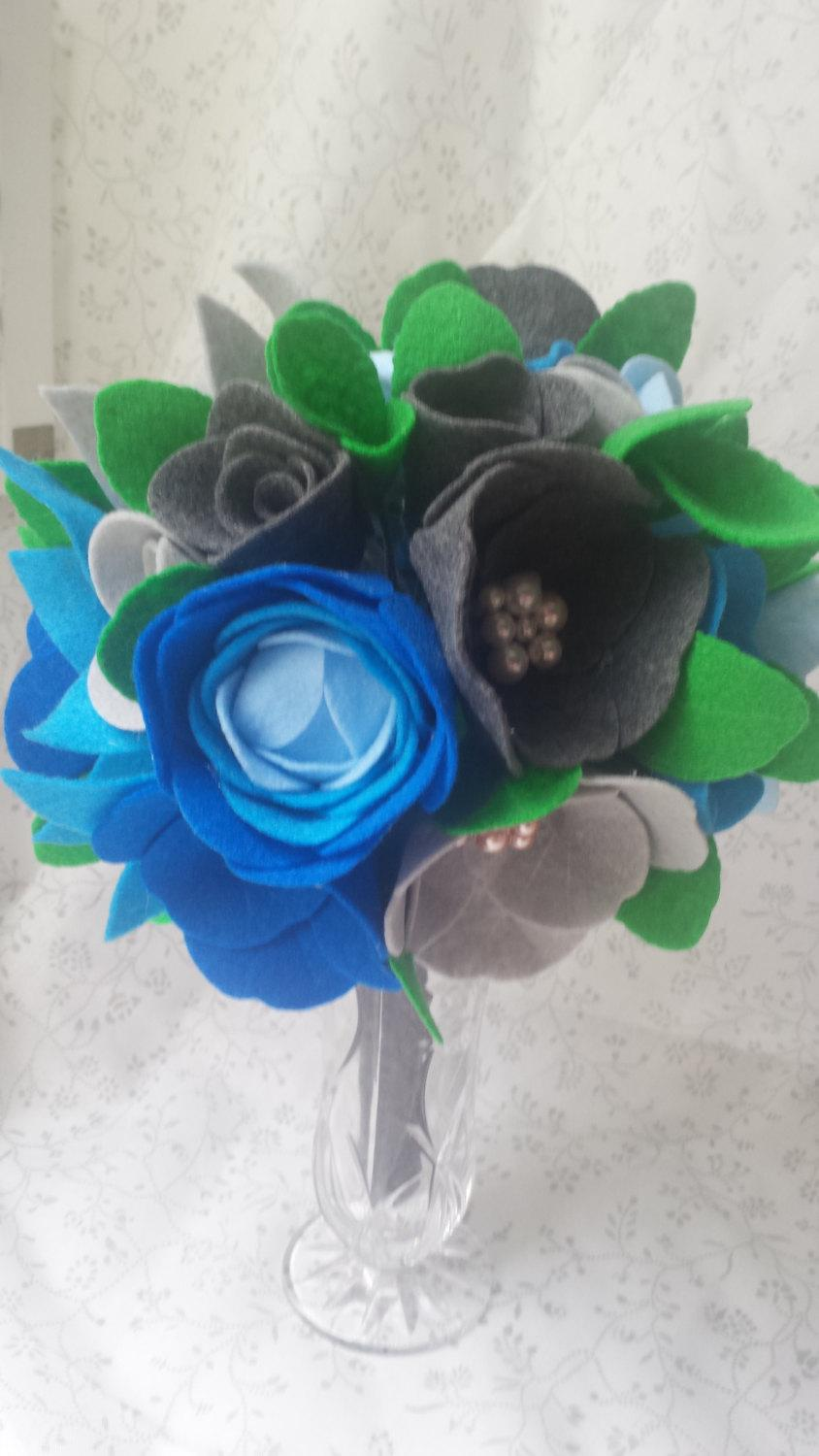 Hochzeit - Blue Gray Felt Flower Bouqet with Pearl Accents-Wedding- Gift- DIY-Rose -Peony