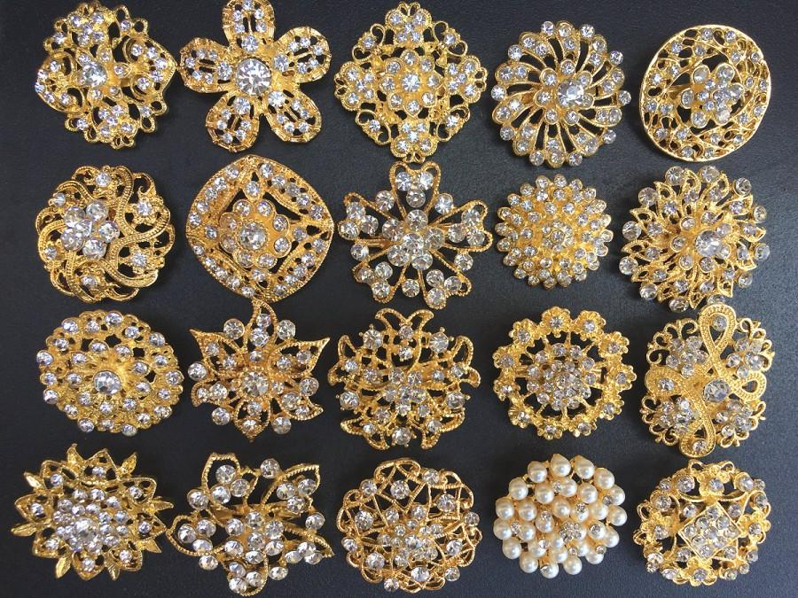 Mariage - 20 pcs Gold Rhinestone Brooch Pearl Crystal Brooch Wedding Invitation Cake Decoration Brooch Bouquet Kit Wholesale Lot BR664