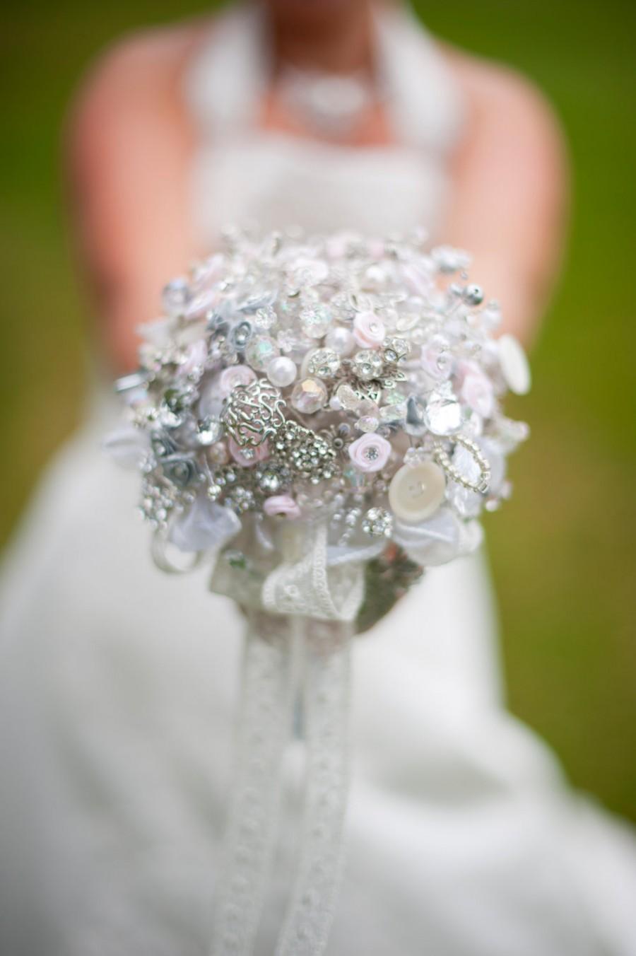 Hochzeit - Vintage Brooch Bouquet