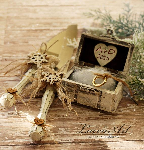 Mariage - Personalized Wedding Rustic Ring Bearer Box Ring Pillow Box Winter Wedding
